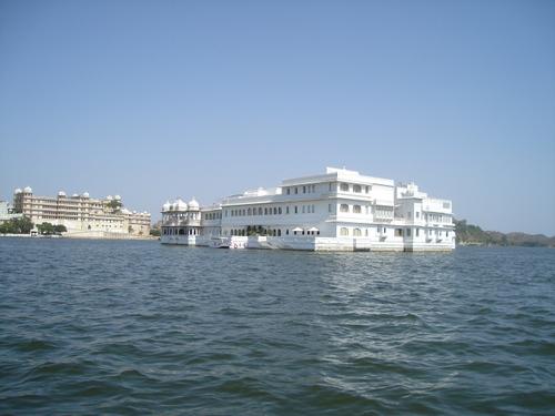 Lake_palace